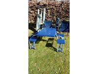 Lot of camping / picnicking / chairs / windbreaks