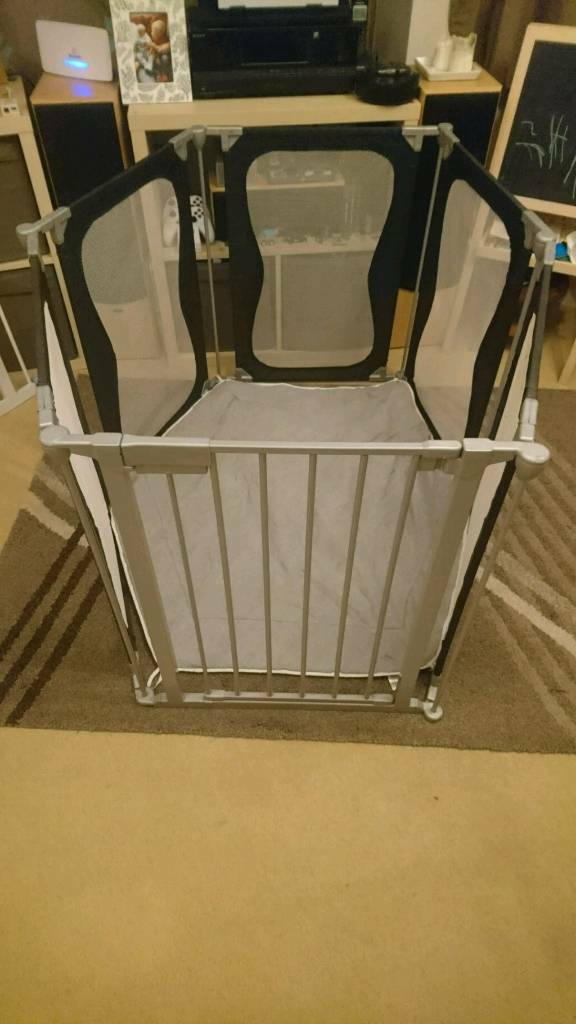 Gated play pen
