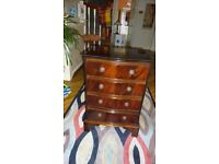 Hardwood 4 drawer chest of drawers