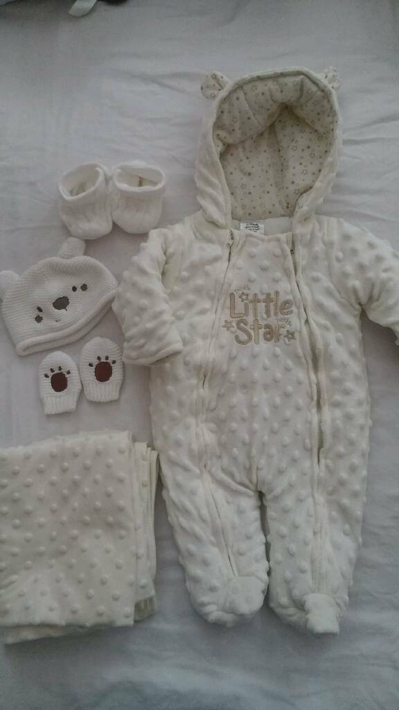 Neutral newborn baby clothes bundle, 0-3 months, many items new, value £90-100