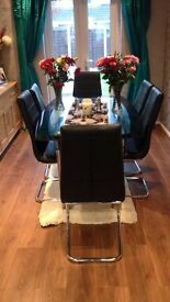 Dining table and 6 chairs!