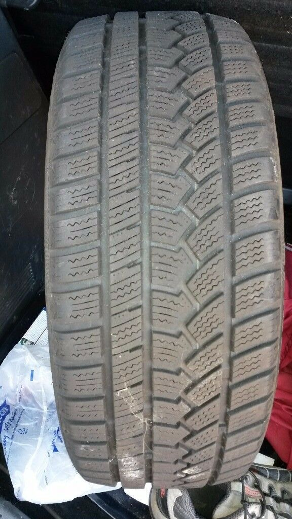 205 50 17 Winter tyre with good tread