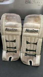 "HEATON ""WHITE"" GOALIE PADS-26 INCH"