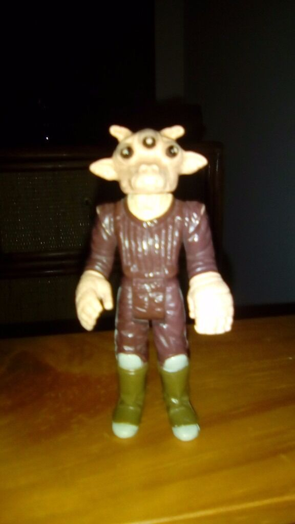 Star wars figure (older onein Chesterfield, DerbyshireGumtree - Star wars figure older one in OK condition apart from letters under feet but that would come of I think. Cant remember this ones name