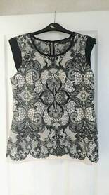 BNWT Dorothy Perkins top. Size 10.