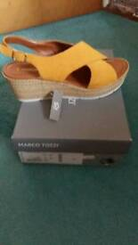 For Sale New Ladies size 7 sandals