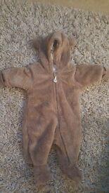 Newborn baby neutral clothing