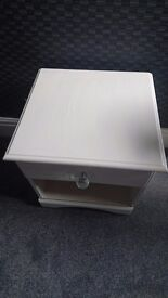 Bedsdie table with drawer.crystal handle