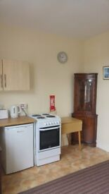 **Studio Flat to Let** Heneage Road Grimsby with Washer and Dryer Facilities-Suitable for 1 person