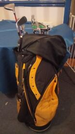 YELLOW AND BLACK GOLF CLUB BAG WITH ELEVEN GOLF CLUBS