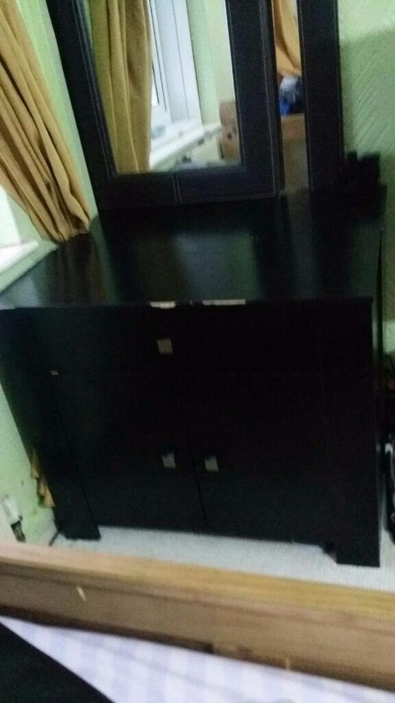 2 sets of drawer and shelf unit