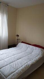Weybridge lovely double room