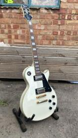 Epiphone Les Paul Custom 2006 in Alpine White with Gig Bag, great condition