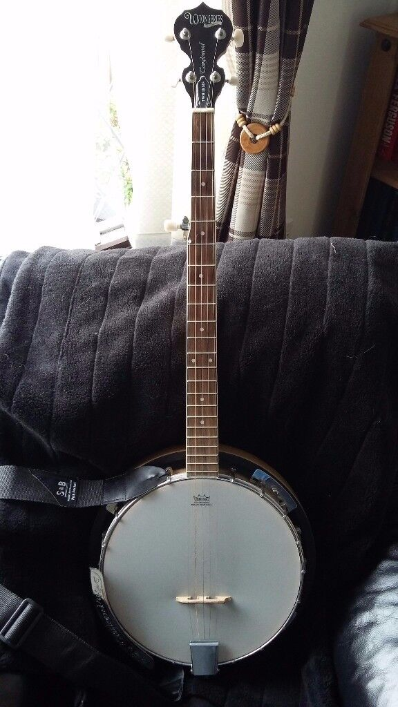 TANGLEWOOD 5-string banjo in `as new` condition.