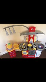 Molto Deluxe Toy Kitchen