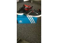boys 2& half adidas trainers