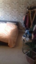 room in house to rent, Brick hill area, Near to Bedford Park and town centre.