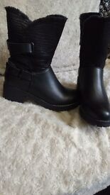 Ladies size 6 calf high fur lined black boots, new