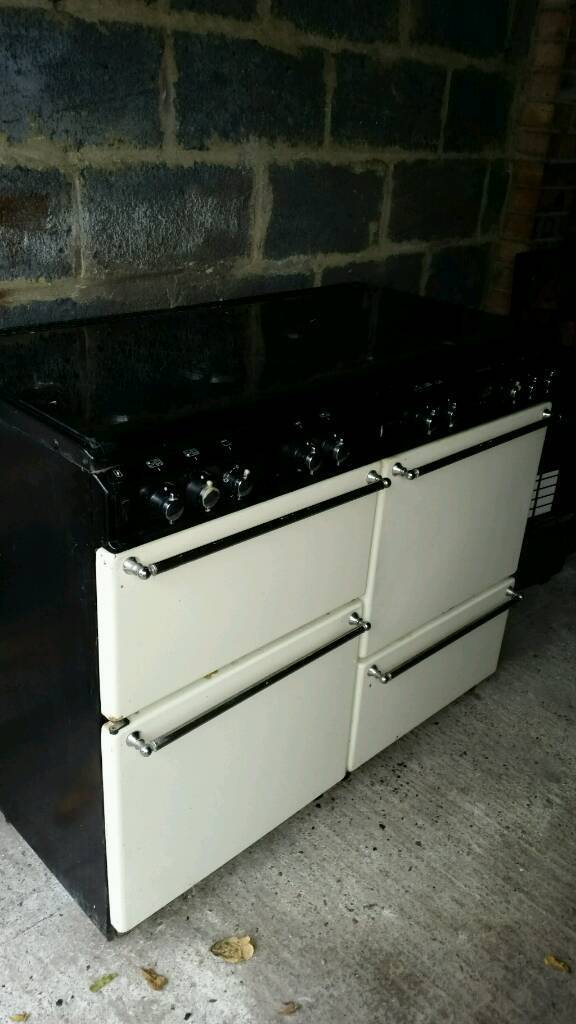 STOVES 7 BURNER GAS COOKERin Norbury, LondonGumtree - 4 DOOR PINE WOOD WARDROB WITH DRAW. GOOD CONDITION. COMES IN 2 PARTS SO EASY TRANSPORT. DOORS ARE ALREADY DISMANTLE. ANY QUESTION CALL 07897384974