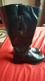 Exter wide boots size 4
