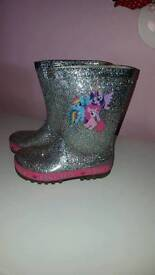 Girls welly boots size 8