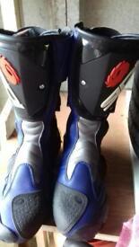 Sidi Vertigo motorbike boots