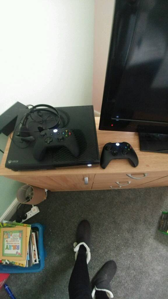 Xbox one 500gb and 11 games