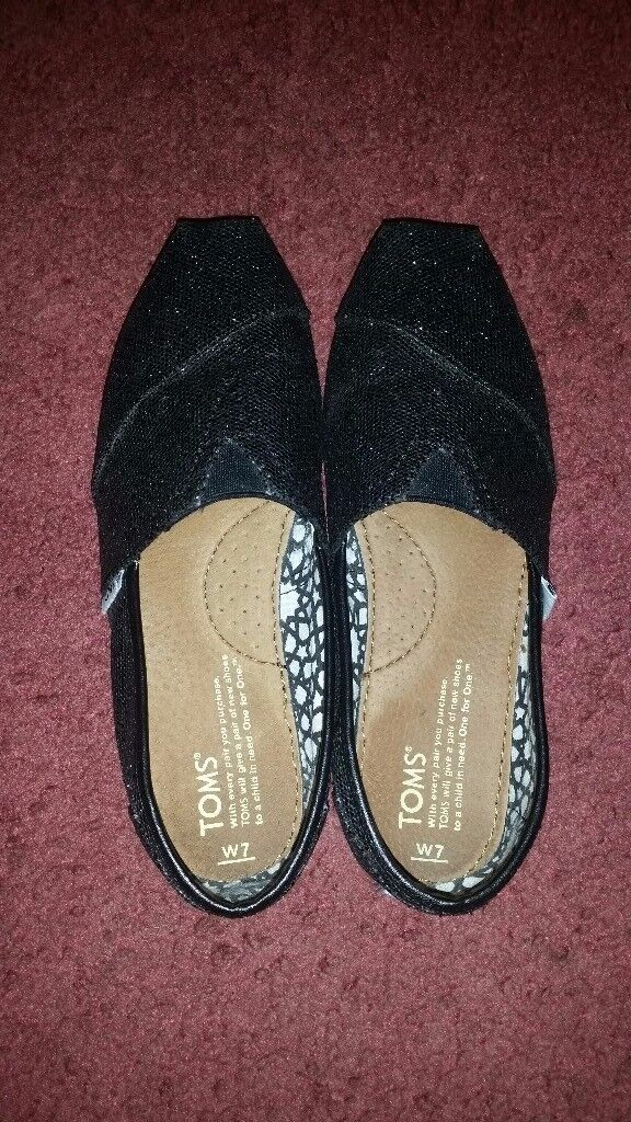 NEW Ladies sparkle black TOMS size W7/UK 5