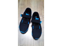 Lonsdale London, size 4 trainer, black and blue