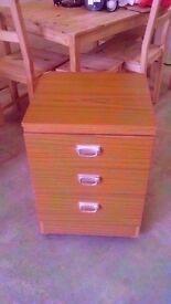 Chest of three drawers W:45cm x D:43cm x H:64cm