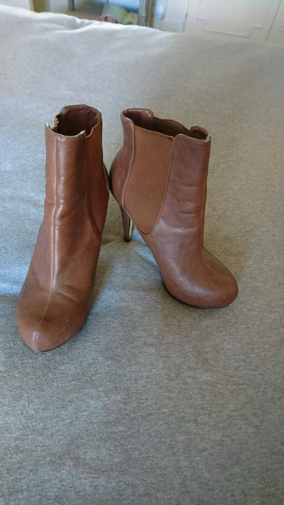 Brown heeled boots Size 6