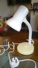 BASIC WHITE DESK TABLE LAMP ADJUSTABLE / FLEXIBLE