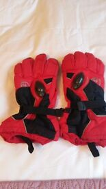 Mens red and black ski gloves - self heating.(you can blow air into them to keep warmer)