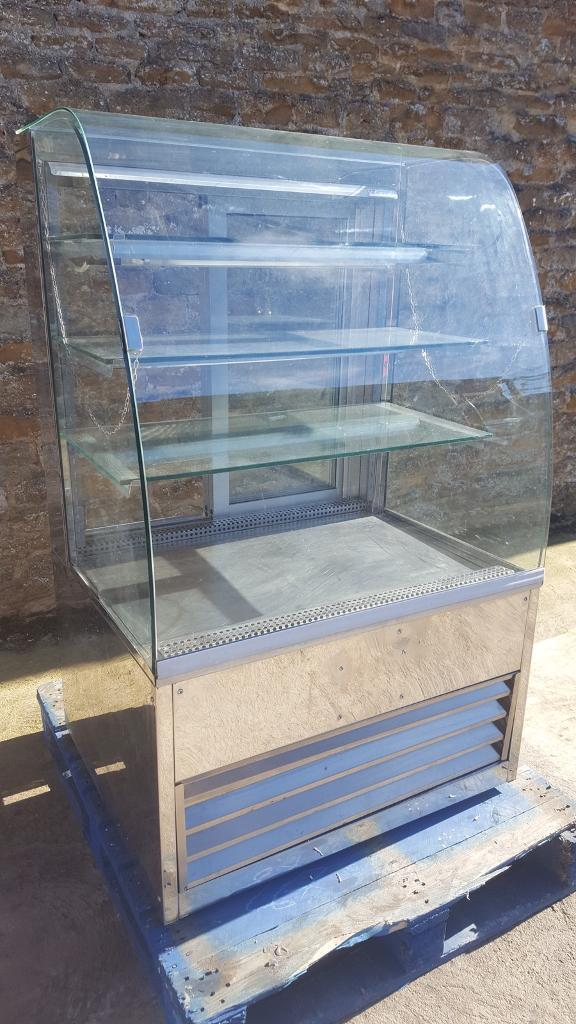 Cake display glass refrigerated counter