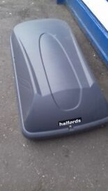 HALFORDS ROOFTOP BOX WITH UNIVERSAL BARS / KEYS GOOD CONDITION