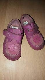 Clarks girls shoes 4.5f