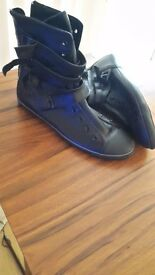 Black leather converse size 6 new