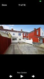 4 Bedroom ( 3 with ensuite) house in town centre,parking for 4 cars. modern and updated.