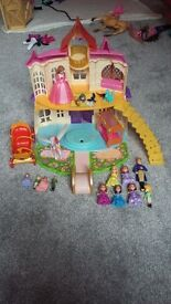 Sophia play castle and figures