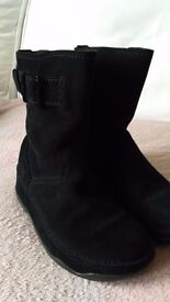 Brand New! Genuine Fitflop black suede ankle boots size UK 3 / EU 36