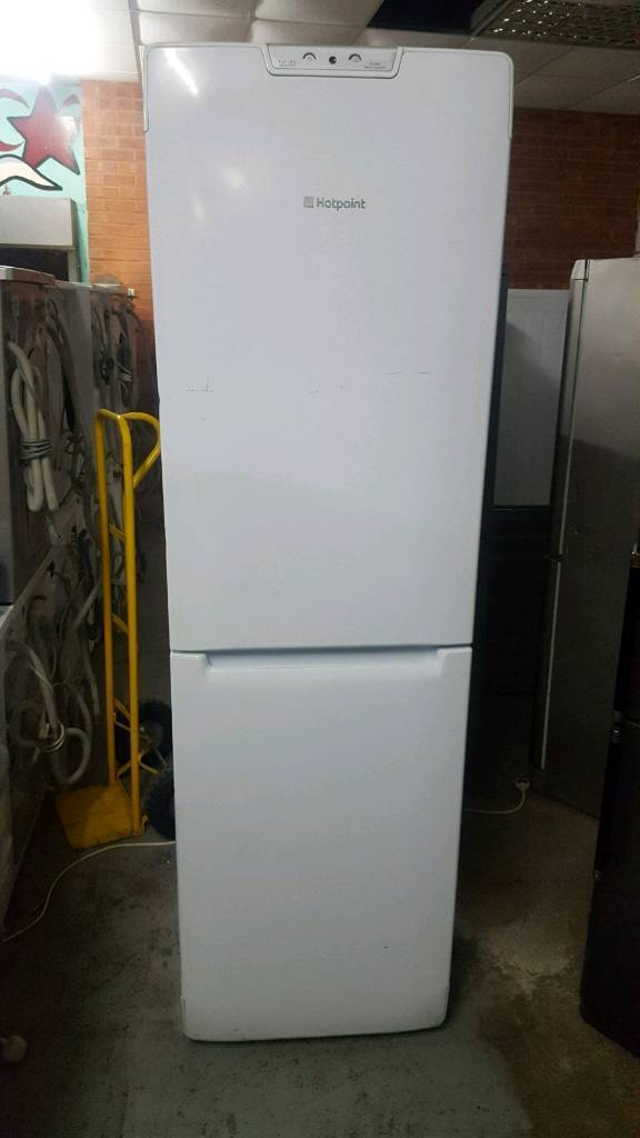 HOTPOINT 6.5 FT TALL FRIDGE FREEZER WITH 3 MONTHS GUARANTEE