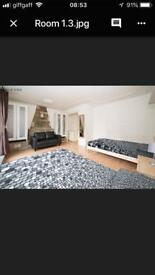 BIG ROOM FOR TWO PEOPLE - MILE END - CENTRAL LINE CALL ME NOW