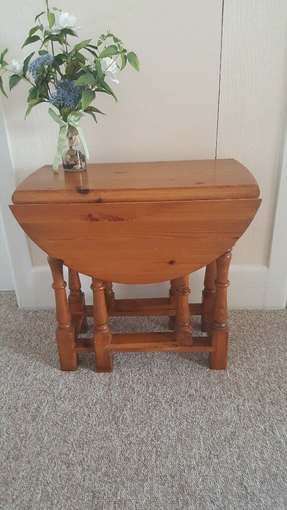 Little solid pine gate-leg Coffee / occasional / side table