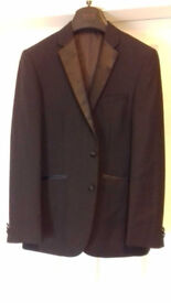 Men's black tuxedo suit and wing collar shirt and bow tie. Worn once for school prom.