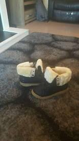 Womens fur boots black size 5