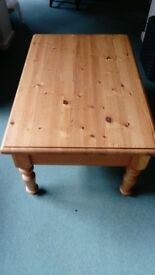 Large pine coffee table with 4 drawers