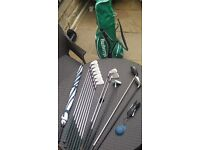 Titleist, gents right handed golf set, with Burbury's golf bag.