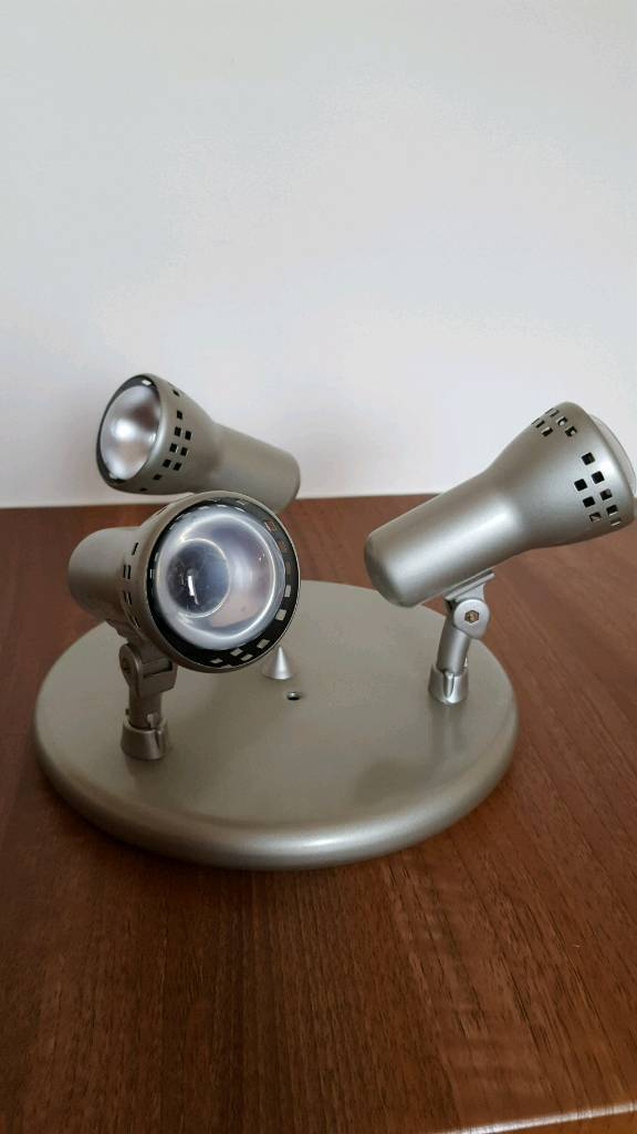 Ceiling light fitting - 3 spot light - in excellent condition and working order.
