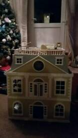 Sylvanian grand hotel plus furniture and 7 seater car excellent condition 6 months old