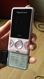 Sony Ericsson W205 in pink